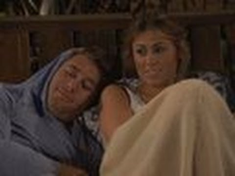 'Bachelor Pad 3' Deleted Scene: Lindzi and Kalon Under the Covers