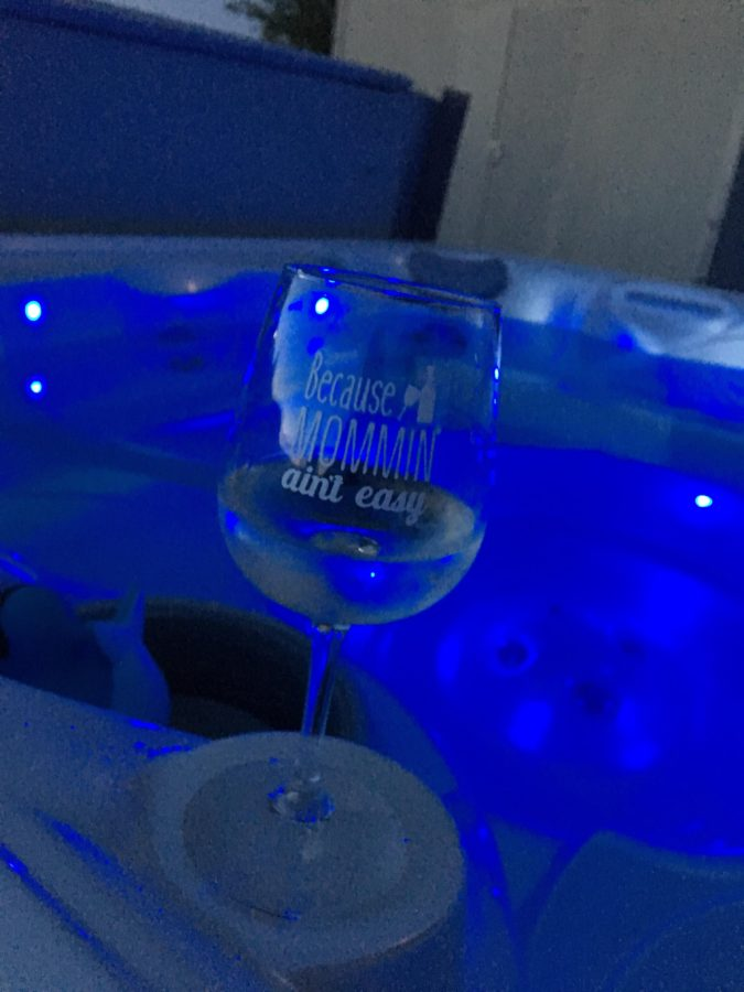 Review: DuVino Wine Glasses For Moms Everywhere 'Because Mommin' Ain't Easy'