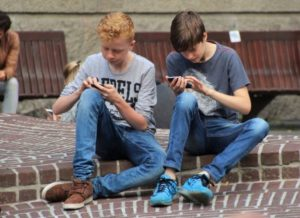 Deciding When Your Child Should Get a Cell Phone